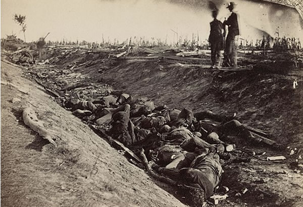 Dead Confederate soldiers on the Antietam battlefield